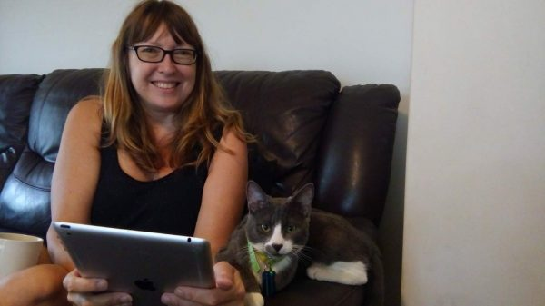Hetfield helps Vanessa with her Facebook page